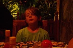 Pierre-Lou au restaurant...