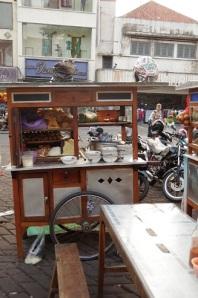 coté cuisine d'un warung de rue